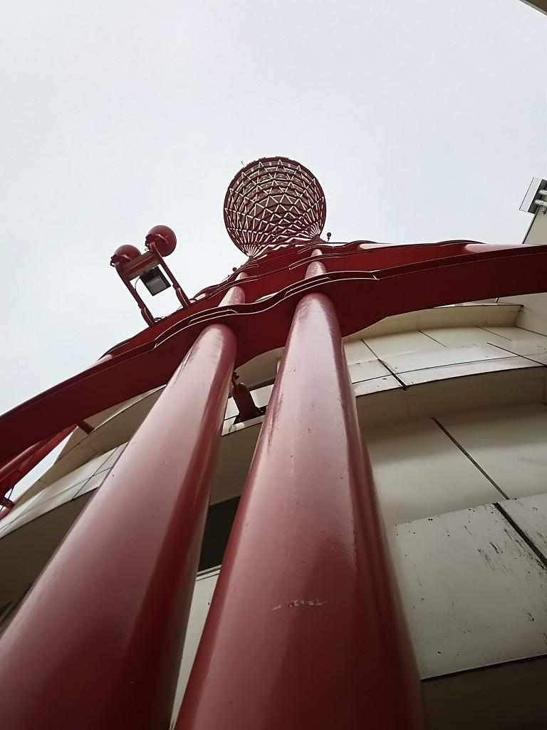 PT~ポートタワー 横から見るか下から見るか