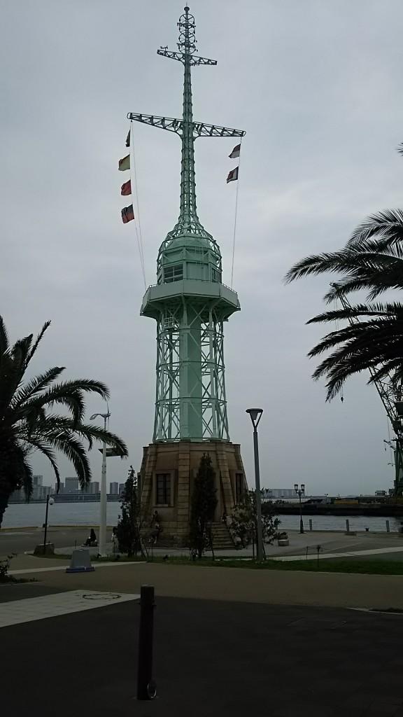 灯台のようなモニュメント